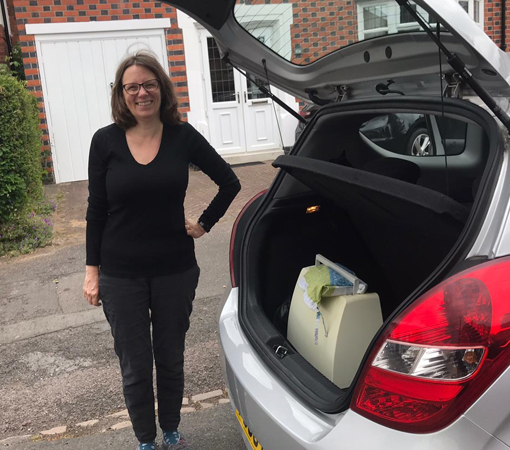 A volunteer loading her car while volunteering during COVID-19